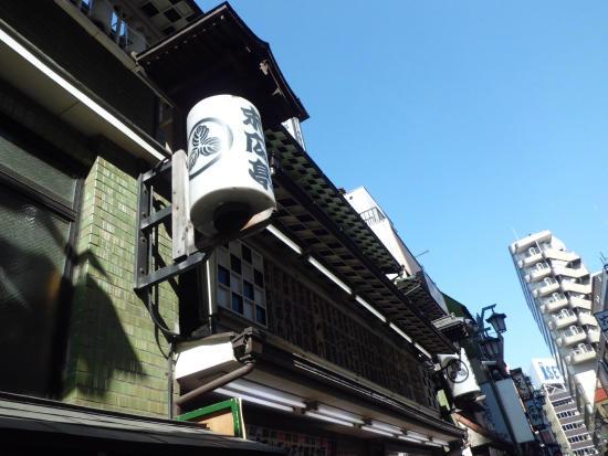Shinjuku Suehirotei : 入口のちょうちん