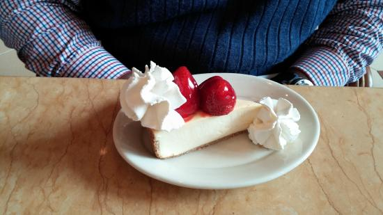 The Cheesecake Factory : Fresh Strawberry Cheesecake