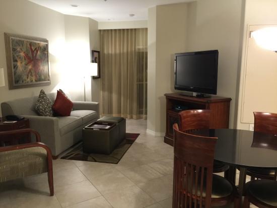 Sheraton Desert Oasis: Living area