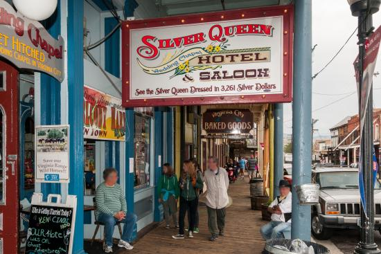 Silver Queen Hotel: Silver Queen Entarence Along Boardwalk