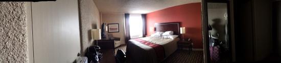 Ramada Edmonton Yellowhead NW : West wing Superior King room