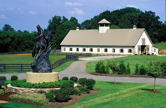 Vonore, TN: White Stables entry