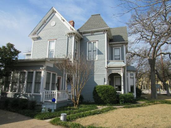 Manor of Time - A Bed and Breakfast : Victorian House.
