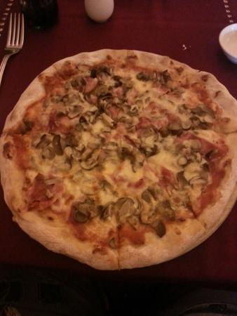 Carpaccio: This is on of the best pizza i have got on ho cho minh..  the prise i not high.