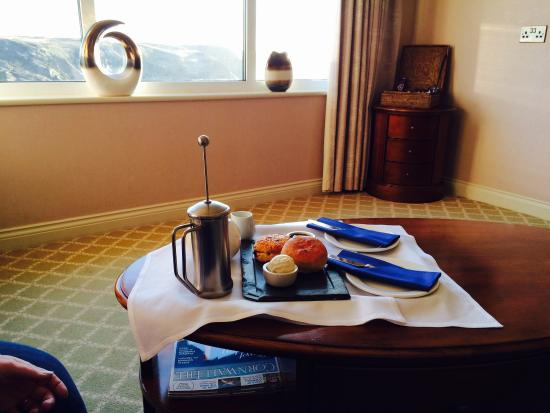 Mullion Cove Hotel : Cream tea in the living room of the harbour suite