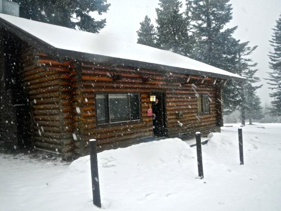 Cooper Spur Mountain Resort : The outside of the cabin