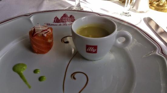 Chateau de La Tremblaye: tasse à café de la maison  Illy