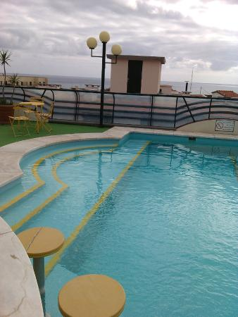 Windsor Hotel: Une partie de la piscine