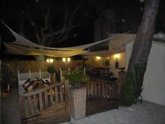 La Bassaque: terrasse de nuit