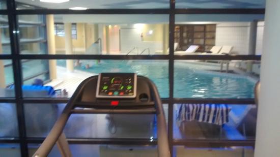 salle de sport avec vue sur piscine picture of forges