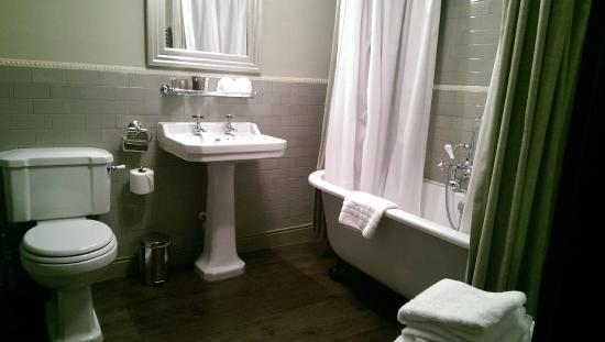 The Crown & Thistle: Bathroom