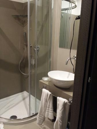 Les Chambres d'Or Hotel: Bagno 5° piano via Catone