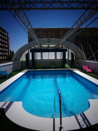 Hotel Vertice Sevilla : PISCINA