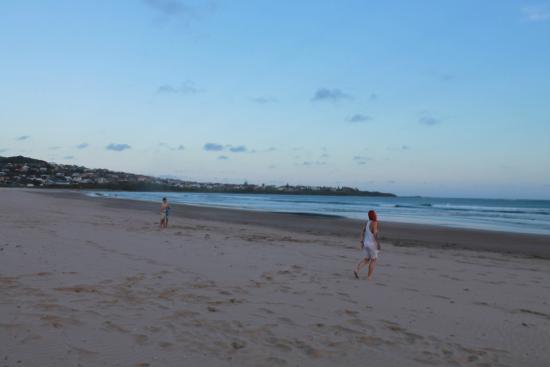 Surf Camp Australia: 7 Mile Beach