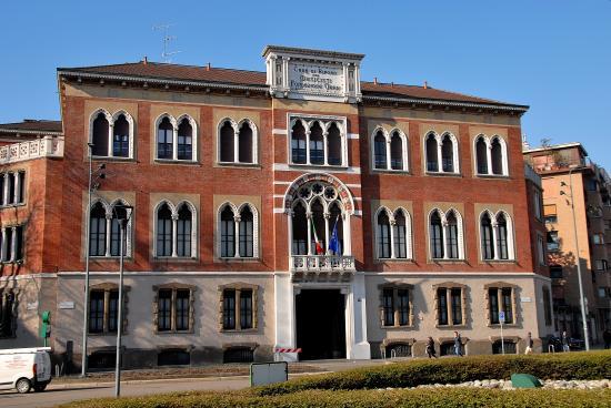 Piazzale giulio cesare nuova archiettura foto di casa for Casa di riposo milano