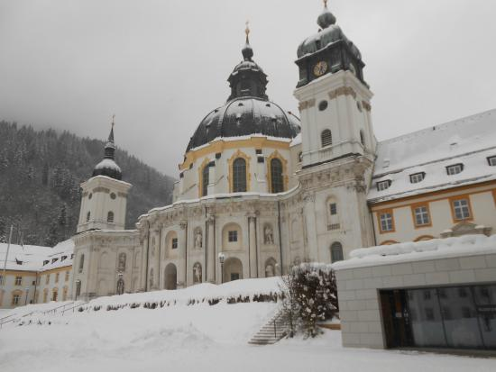 Hotel Klosterhotel Ludwig der Bayer: View of the Monastery opposite hotel