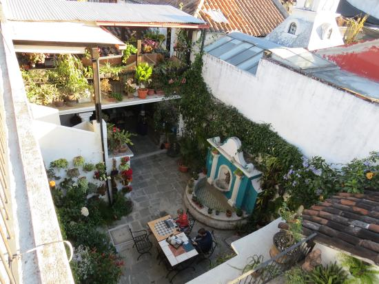 La Villa Serena: courtyard from the roof