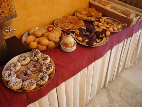 Agape Hotel: Colazione (dolci)