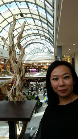 Olympia Einkaufszentrum: La bellissima e luminosa galleria del centro commerciale