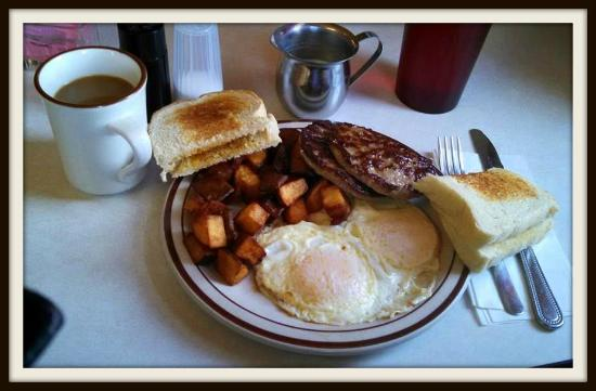 Whitehouse Restaurant: An egg, sausage and potato breakfast with thick toast