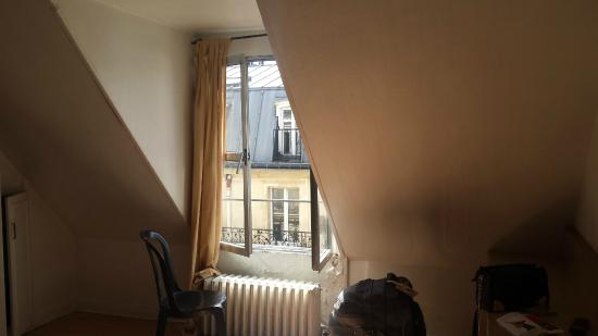Le Bervic Montmartre: room on the 6th floor