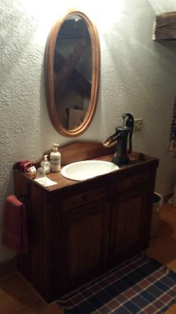 Zoar, Ohio: Unique sink