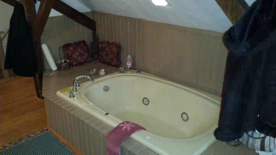 Zoar, Ohio: Jacuzzi tub