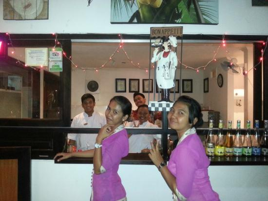 Kelapa Lovina Beach Villas Bar & Resto: un personnel charmant et souriant...