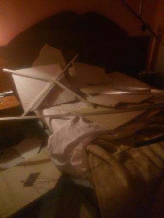 Hotel Tre Stelle : Desplome techo habitación