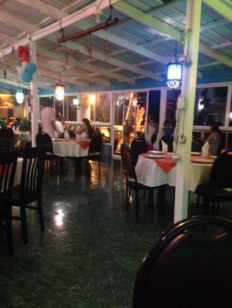 Niko's Restaurant: Ambiente