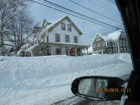 Scotch Hill Inn: Outside (the day after a blizzard)