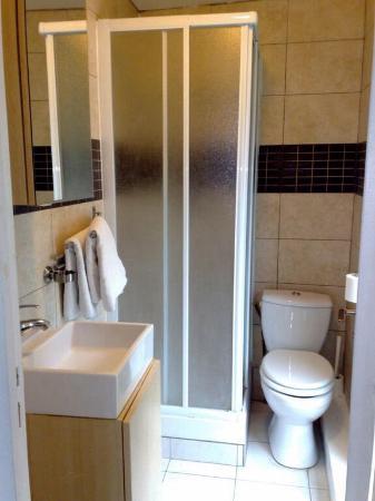 Hotel Bertha : Grande salle de bain