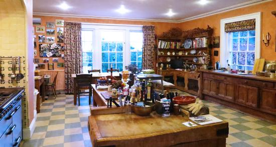 Ballymote Country House: Large Cozy Kitchen
