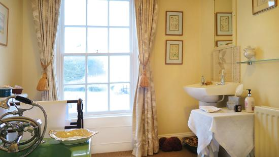 Ballymote Country House: Private Bathroom with a lovely big bath!!!