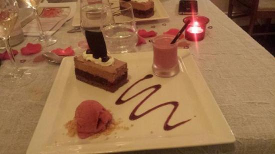 dessert gateau chocolat cerises a l eau de vie sorbet cerise et crumble picture of l