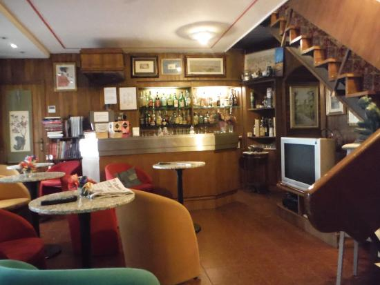 Hotel Albion : the Albion Bar
