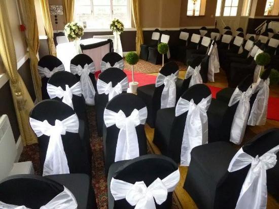The Dartmoor Lodge: beautiful chair covers