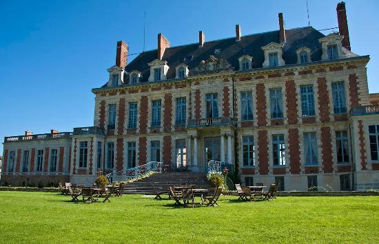 Chateau de Marechal de Saxe: Vue extérieure du château depuis le parc