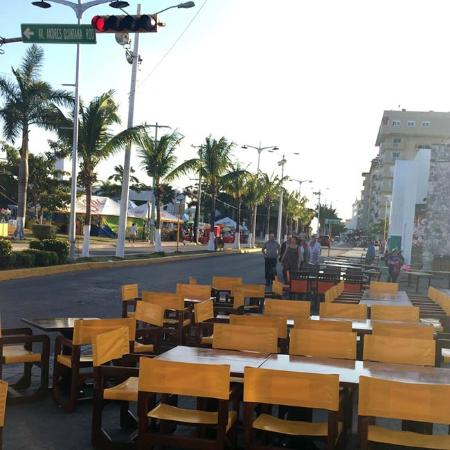 Rolandi's: Curbside service for our 2015 Cozumel Carnaval Parades