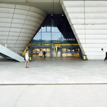 Palais des Congres de Paris: Une des entrées principales.