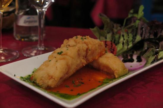 Tempura de Bacalao en salsa Romescu con ensalada