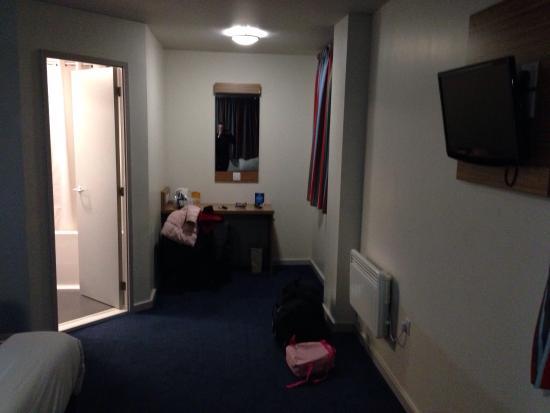 Travelodge London Crystal Palace : Spacious room 902