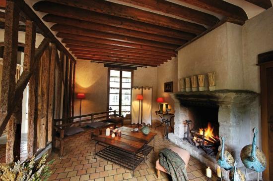 Hotel la Ferme des Vallées : Ccoin salon près de la cheminée