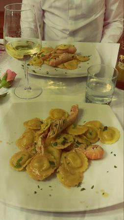 San Giovanni Valdarno, Italia: Ravioli in salsa agli scampi