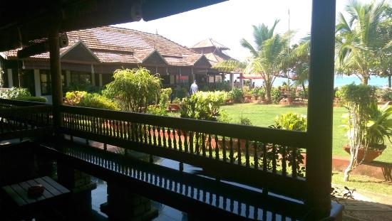 Palm Tree Heritage: Nicely appointed veranda outside each room to relax and read