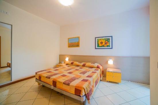 Aparthotel Gioia : la camera da letto