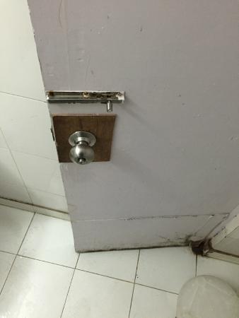 Aman Deluxe: Washroom Handle, what an arrangement