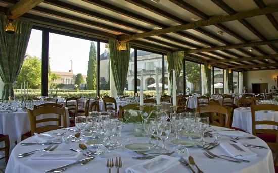Abbaye de Villeneuve : salle de banquets et réceptions