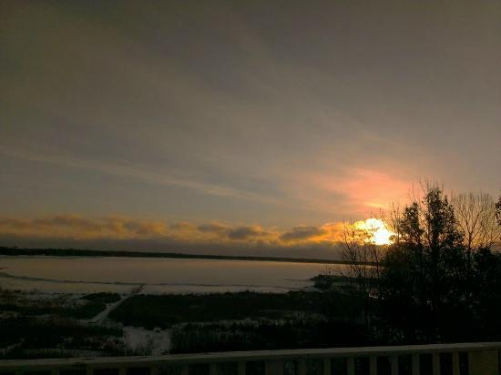 Blacksmith Inn On the Shore : Amazing winter sunrise from Zahn #7