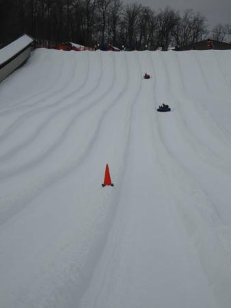 Roundtop Mountain Resort: View from the bottom of the snow tubing lanes